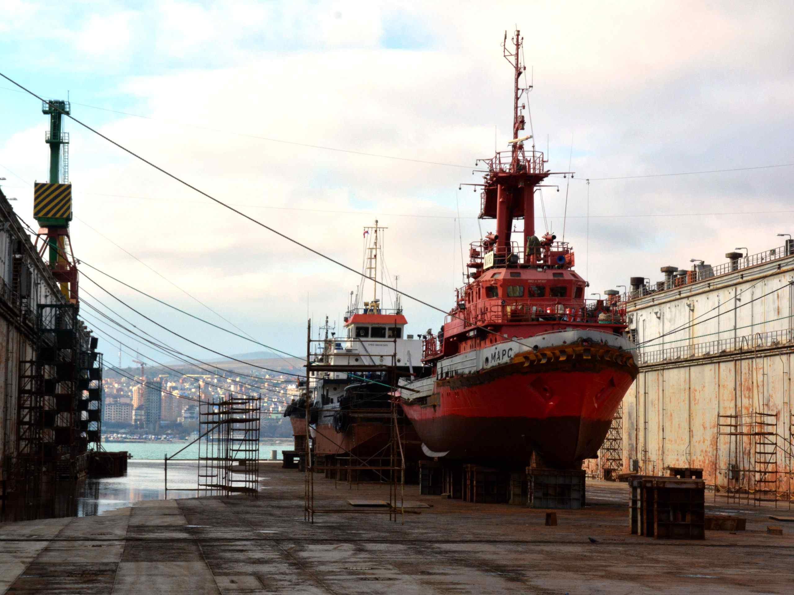 На Новороссийском судоремонтном заводе в док приняты три судна