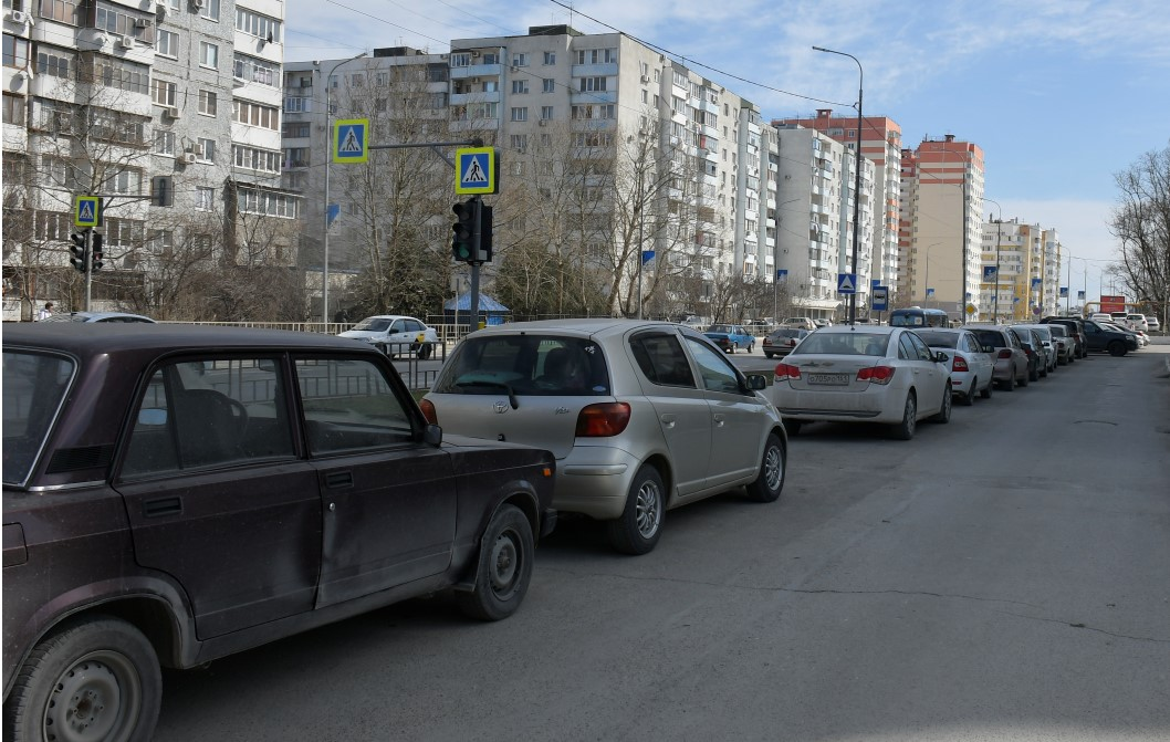 В Новороссийске пожарные не могут спасти людей из-за припаркованных автомобилей. Трагедии не учат?