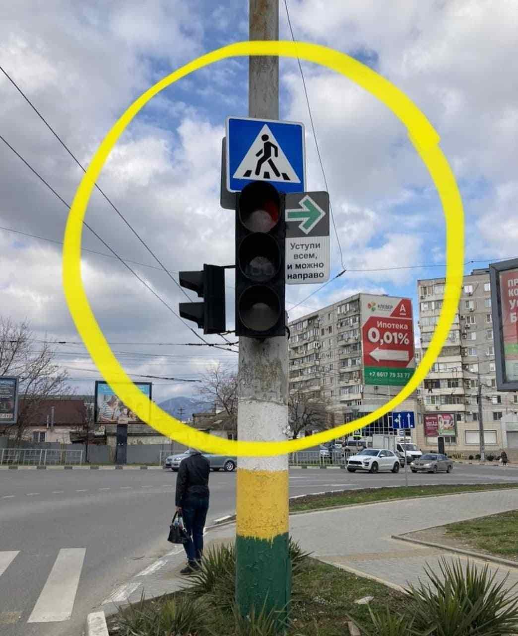 В Новороссийске разрешили ехать на красный сигнал светофора на одном из перекрестков