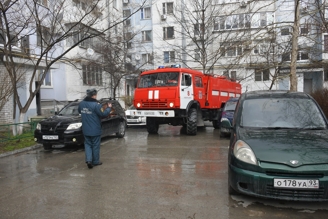В Новороссийске проверили, сможет ли машина спасателей в случае ЧП проехать к месту пожара