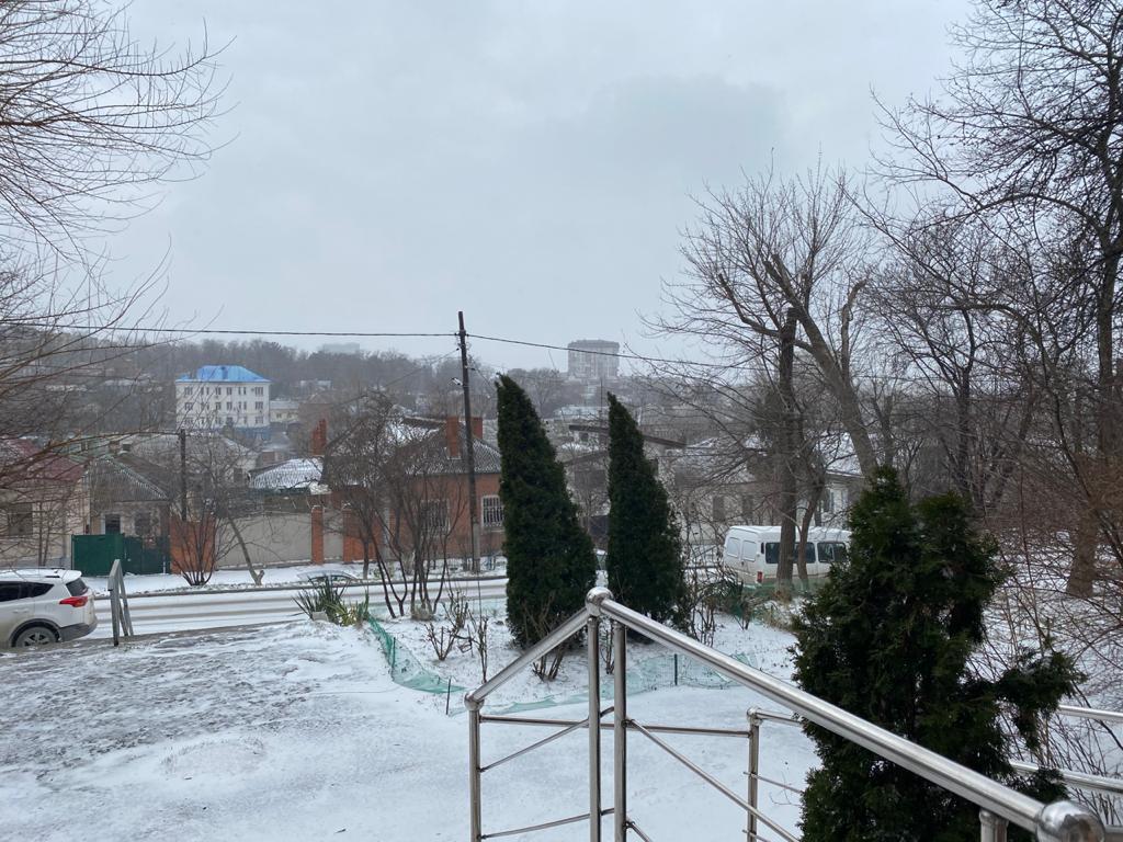 В Новороссийске среди марта началась зима с метелью и ураганом