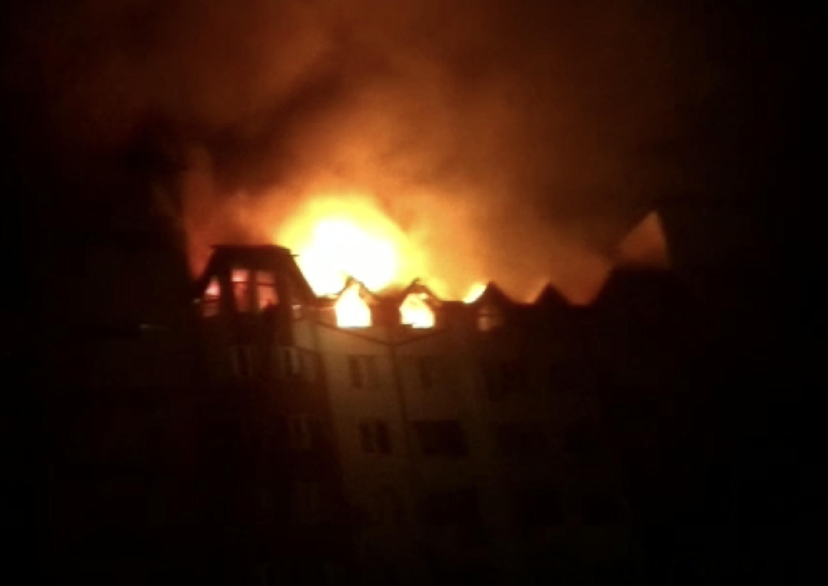 В Анапе масштабный пожар в многоэтажке могла спровоцировать сауна в одной из квартир