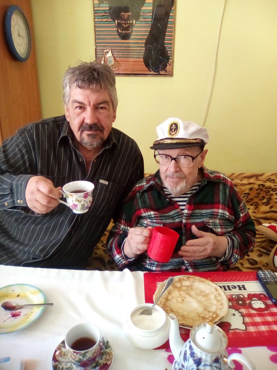 «Перед голым стариком стояла собачья миска…» — в Новороссийске спасли одинокого мужчину