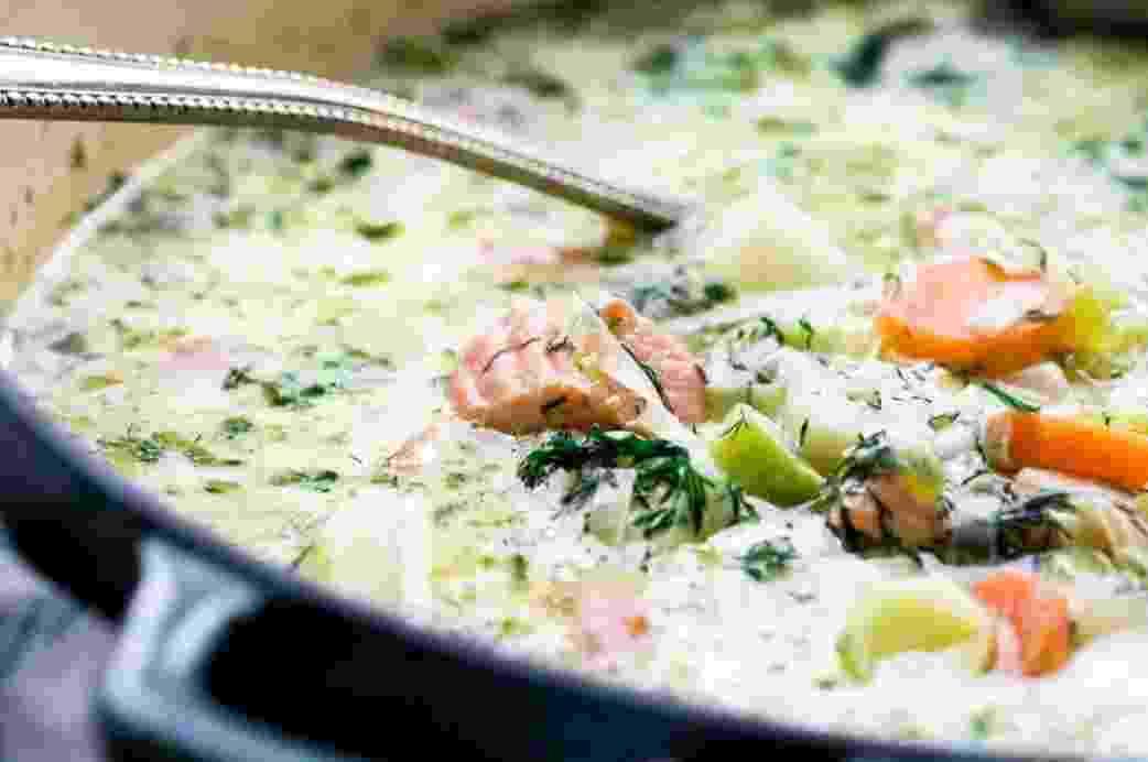 Рецепт дня. Сырный суп с красной рыбой