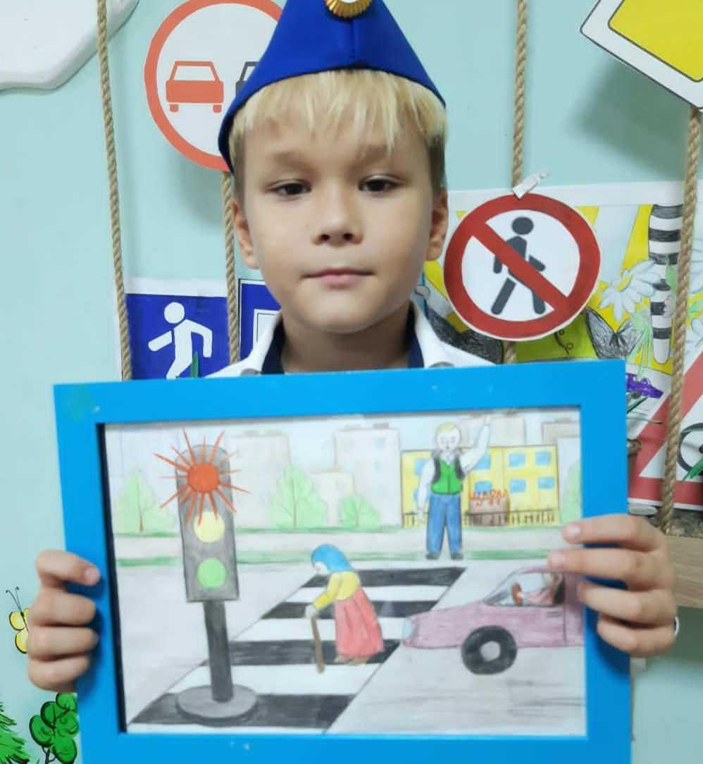 Новороссийских детей приглашают украсить троллейбус полезными рисунками