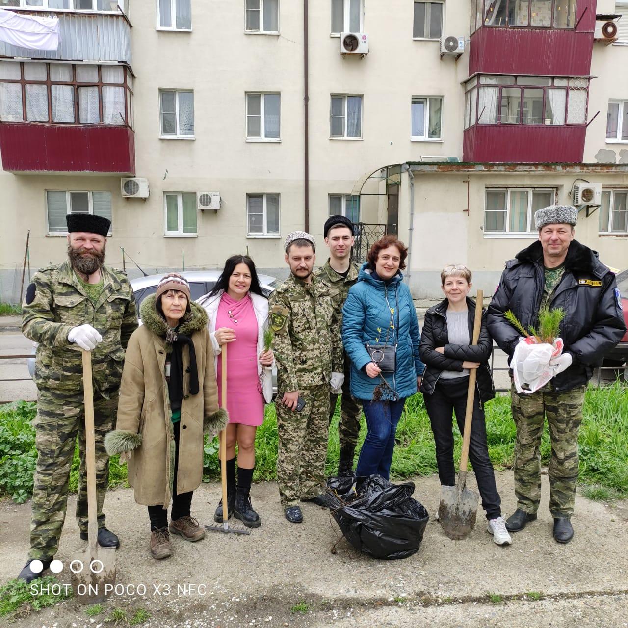 Новороссийск становится чище, когда горожане выходят на субботник