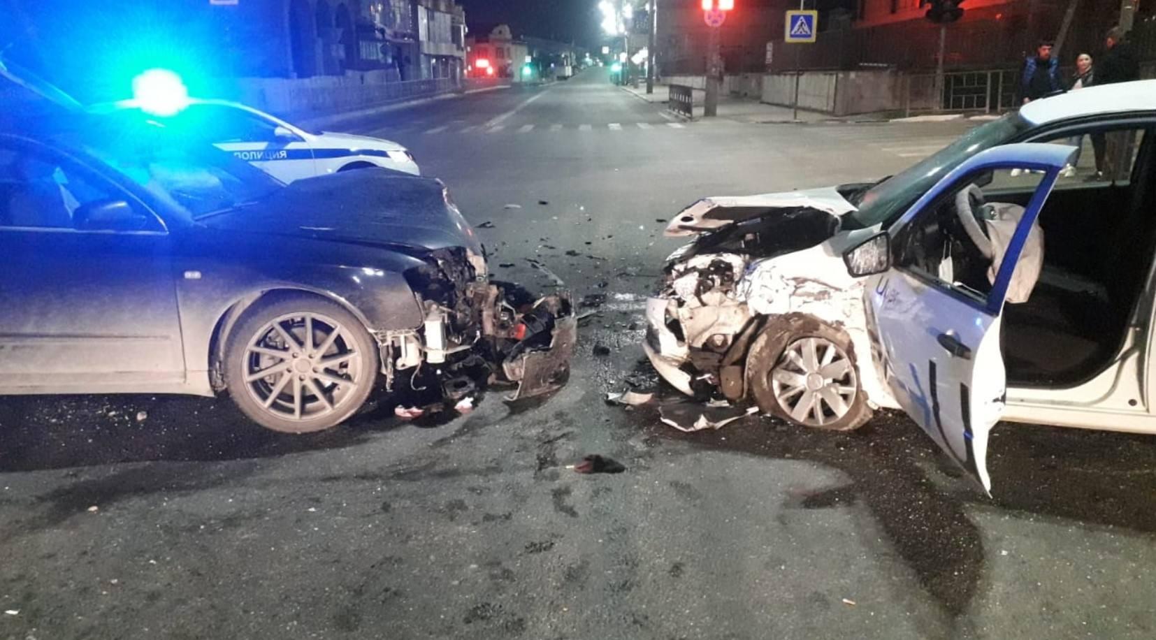 В Новороссийске очередное ДТП с участием такси: ночью на пустой дороге