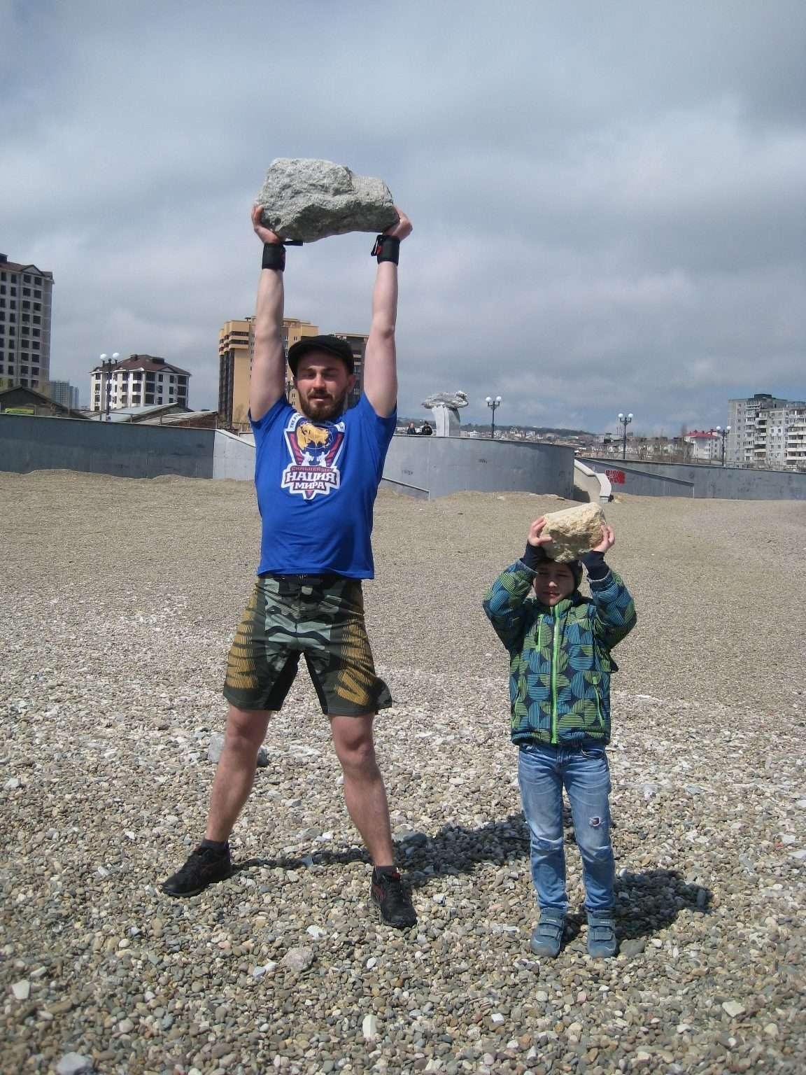В Новороссийске силач Павел Приходько идет на рекорд