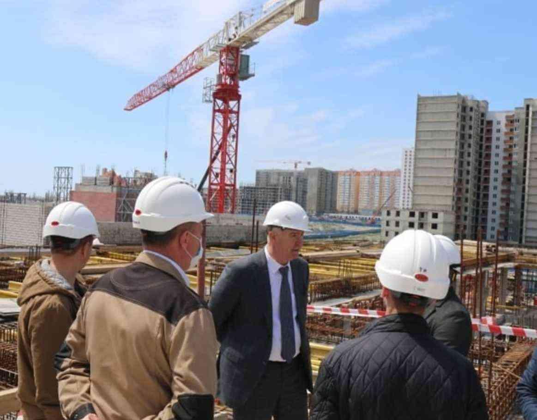 Самая большая школа Новороссийска построена почти наполовину