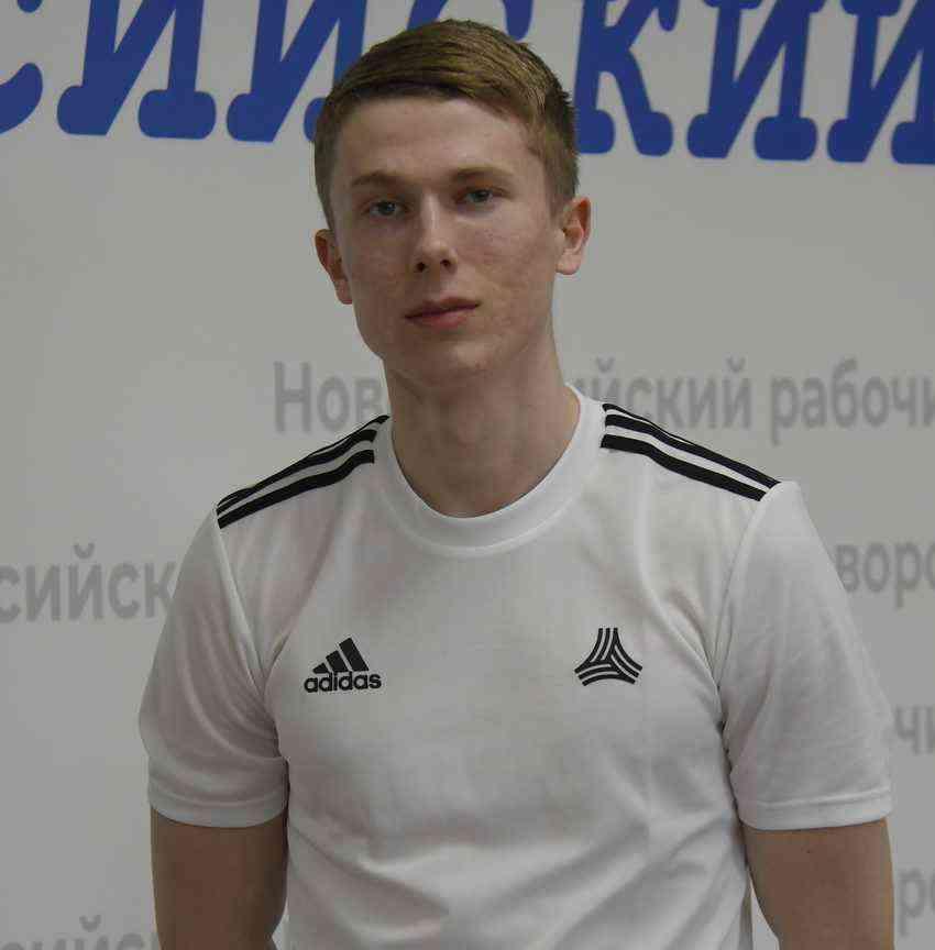 Спортсмен из Новороссийска завоевал золото в составе сборной Краснодарского края и установил новые рекорды