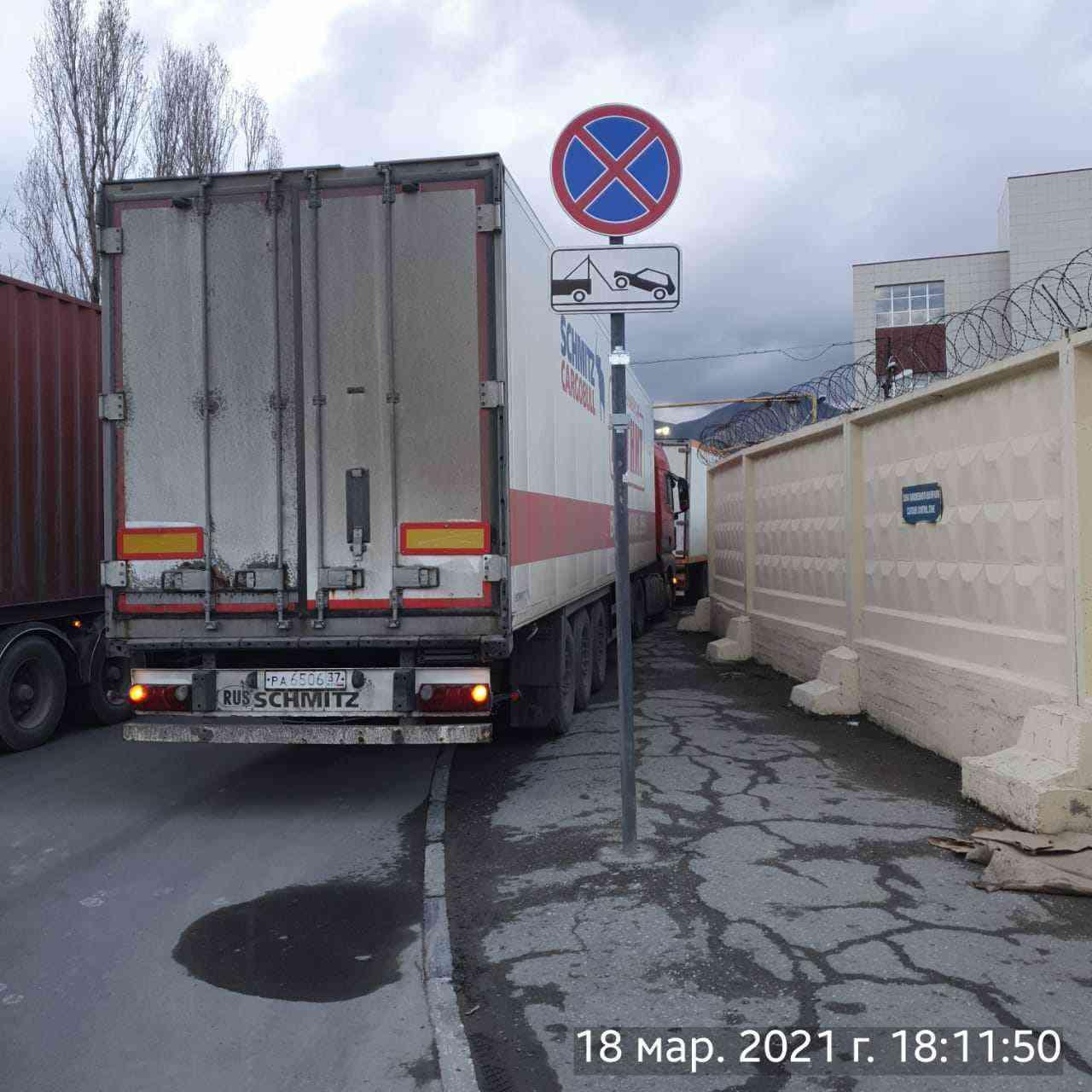Жители промышленного района Новороссийска вынуждены ходить по грязи и лужам