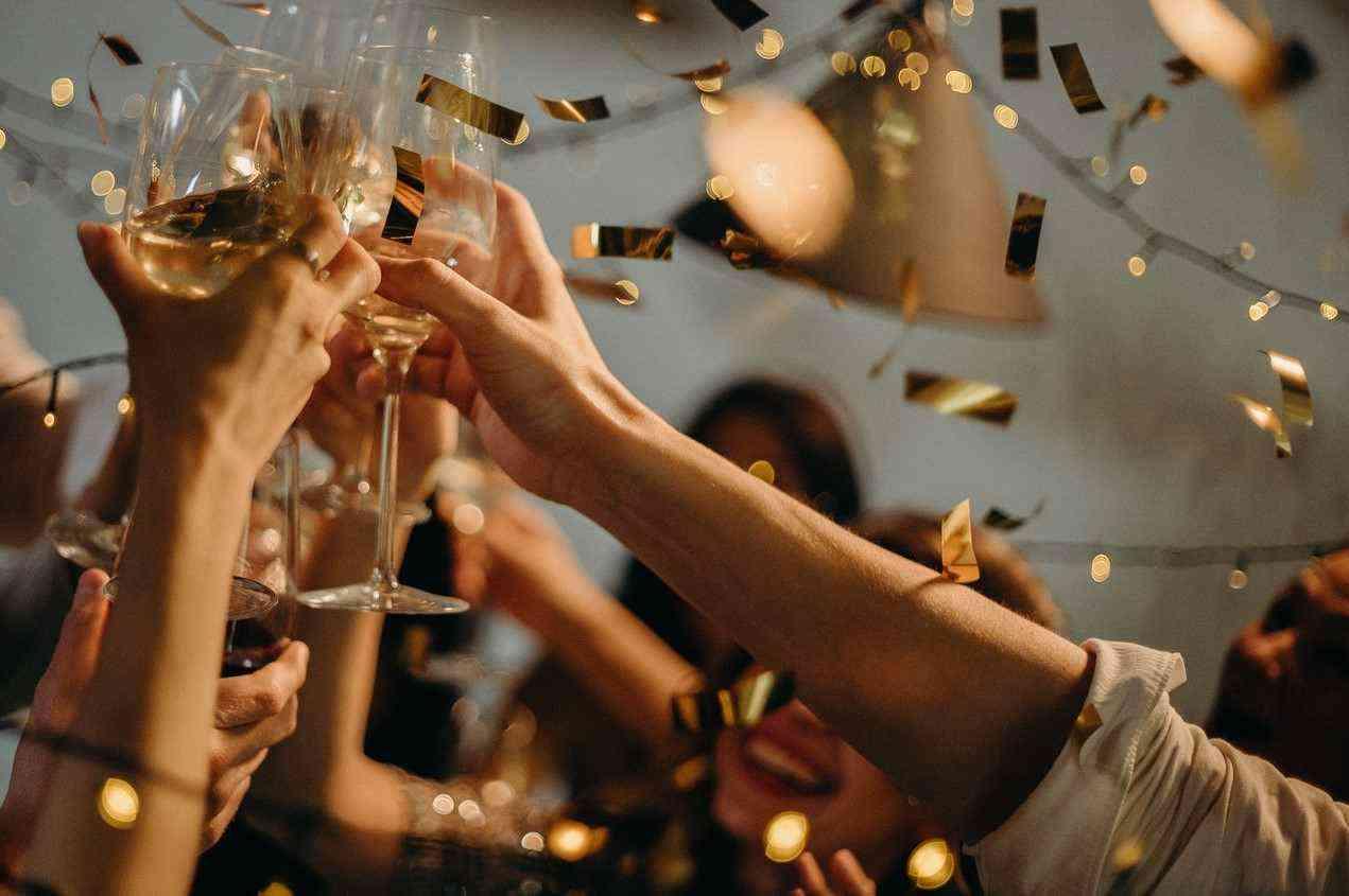 Новороссийцы возвращаются к привычной жизни и планируют вечеринки