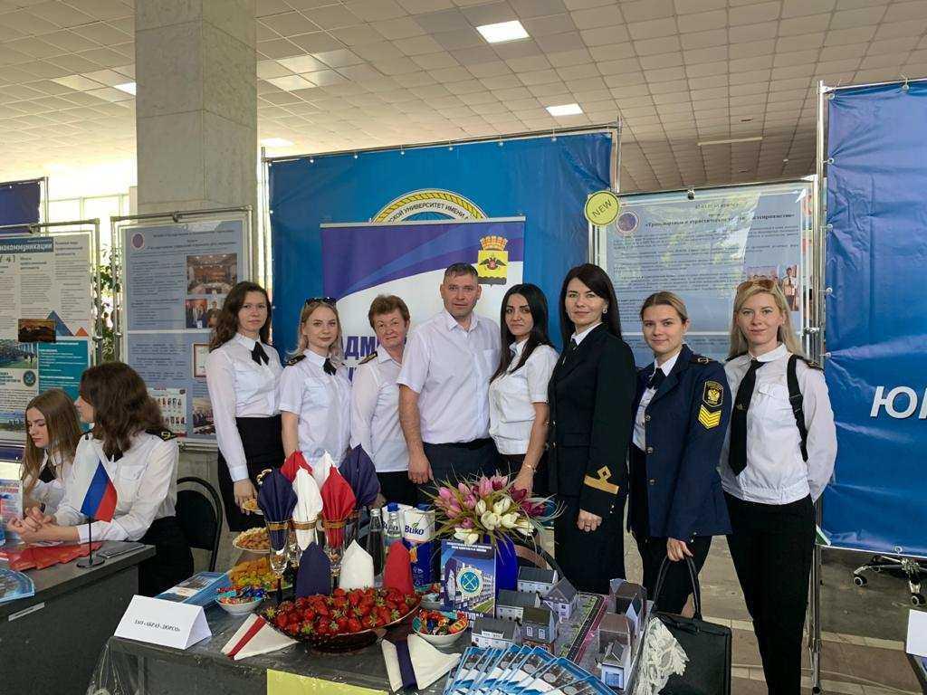 В Новороссийском морском университете им. адмирала  Ф.Ф. Ушакова прошла ярмарка вакансий и день открытых дверей