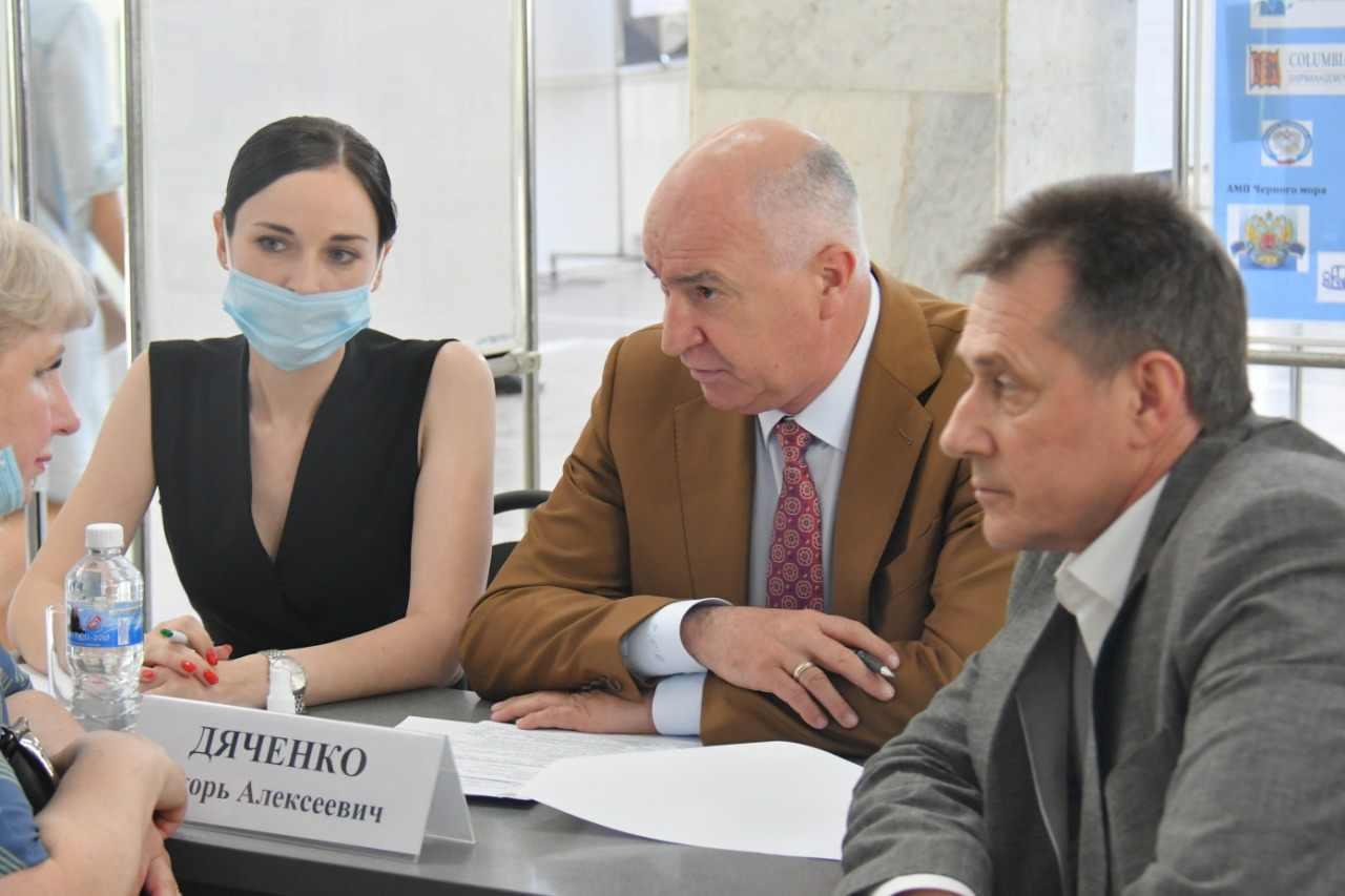 В Новороссийске закончила работу мобильная приемная губернатора Кубани