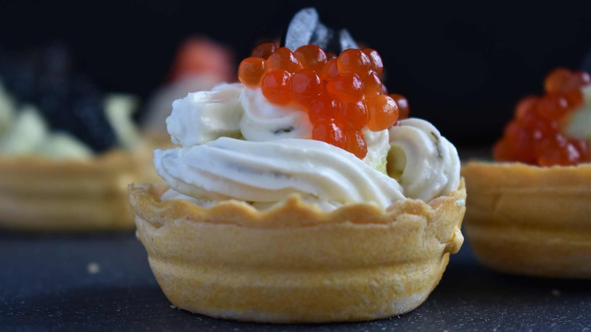 Нежные и вкусные тарталетки: 10 интересных начинок для вашей закуски