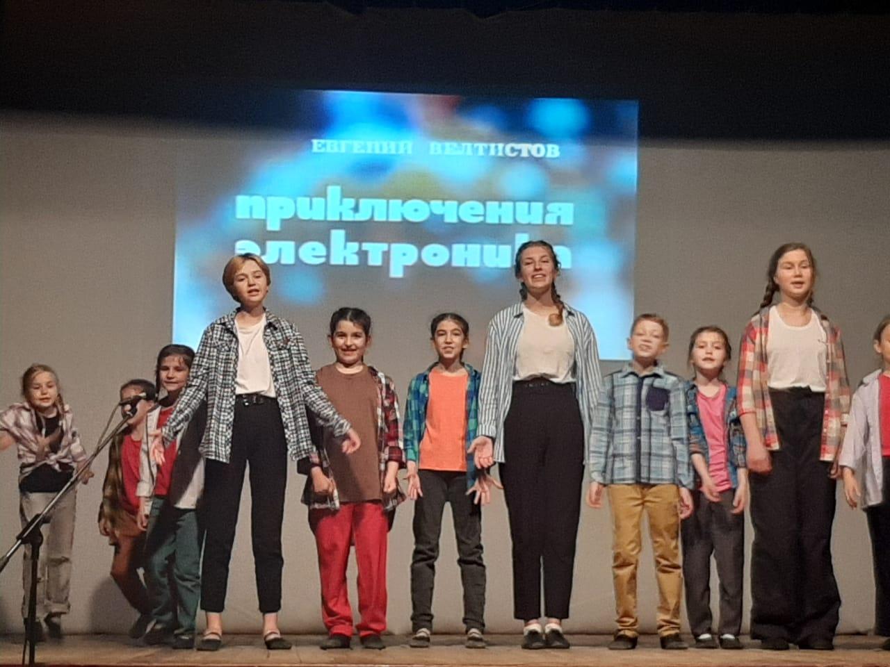 В Новороссийске показали детский спектакль для взрослых, которые тоже были детьми