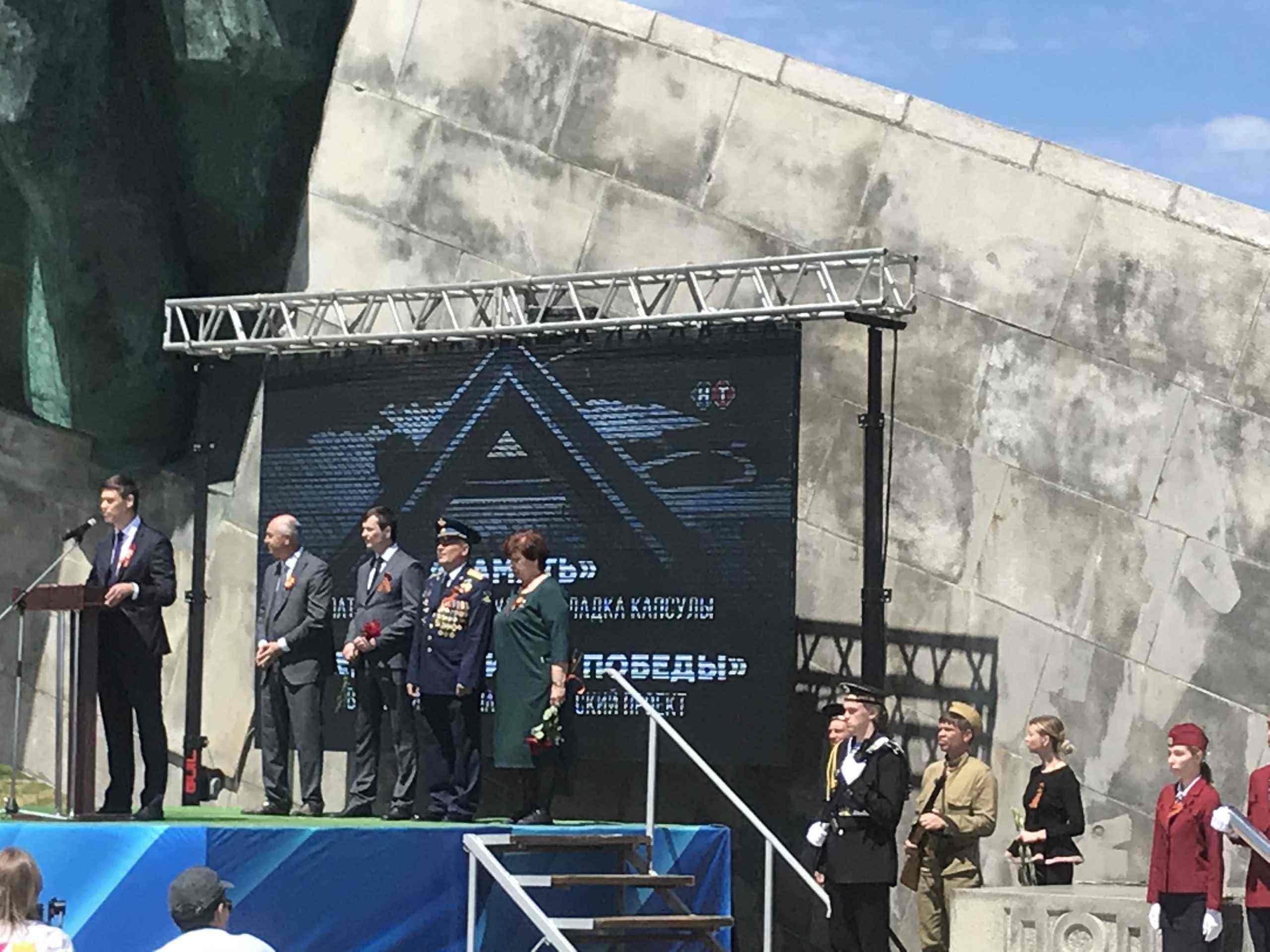 Наша память жива, пока бьется сердце. В Новороссийске прошел ритуал «Героев помним имена».