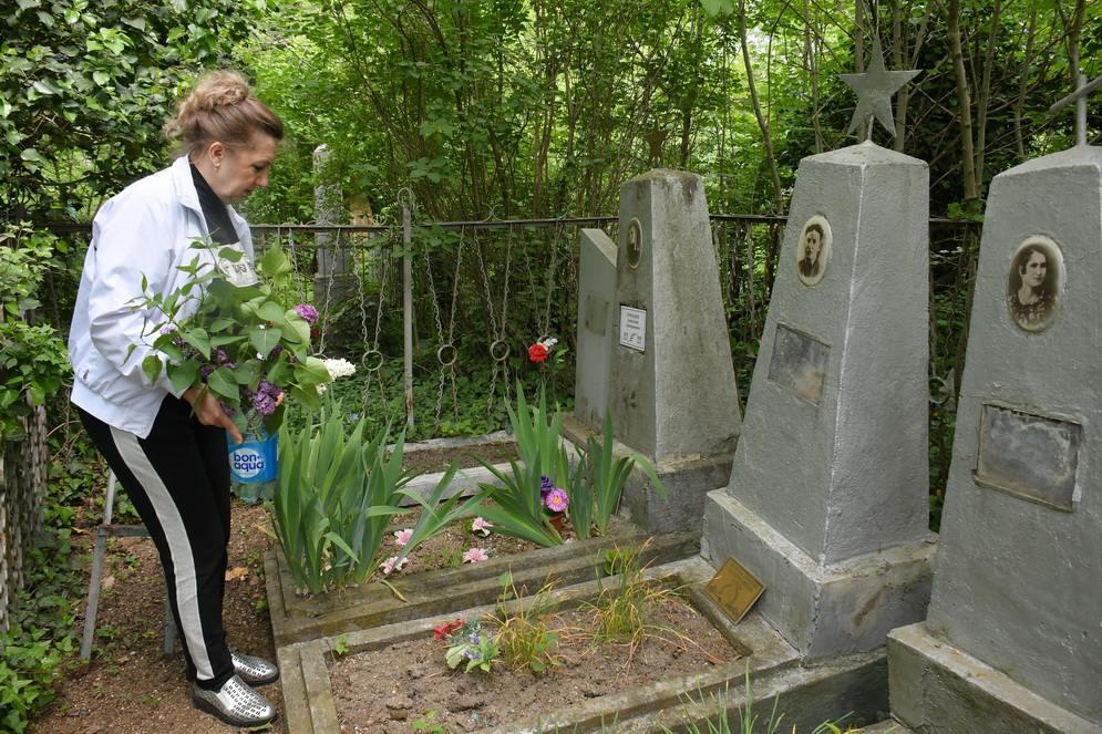 В Новороссийске на кладбище орудуют вандалы: подробности истории