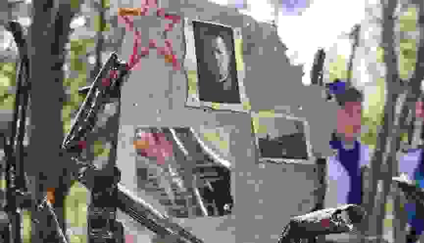 Под Новороссийском открыли памятный знак летчику, чьи останки вместе с деталями самолета были найдены поисковиками