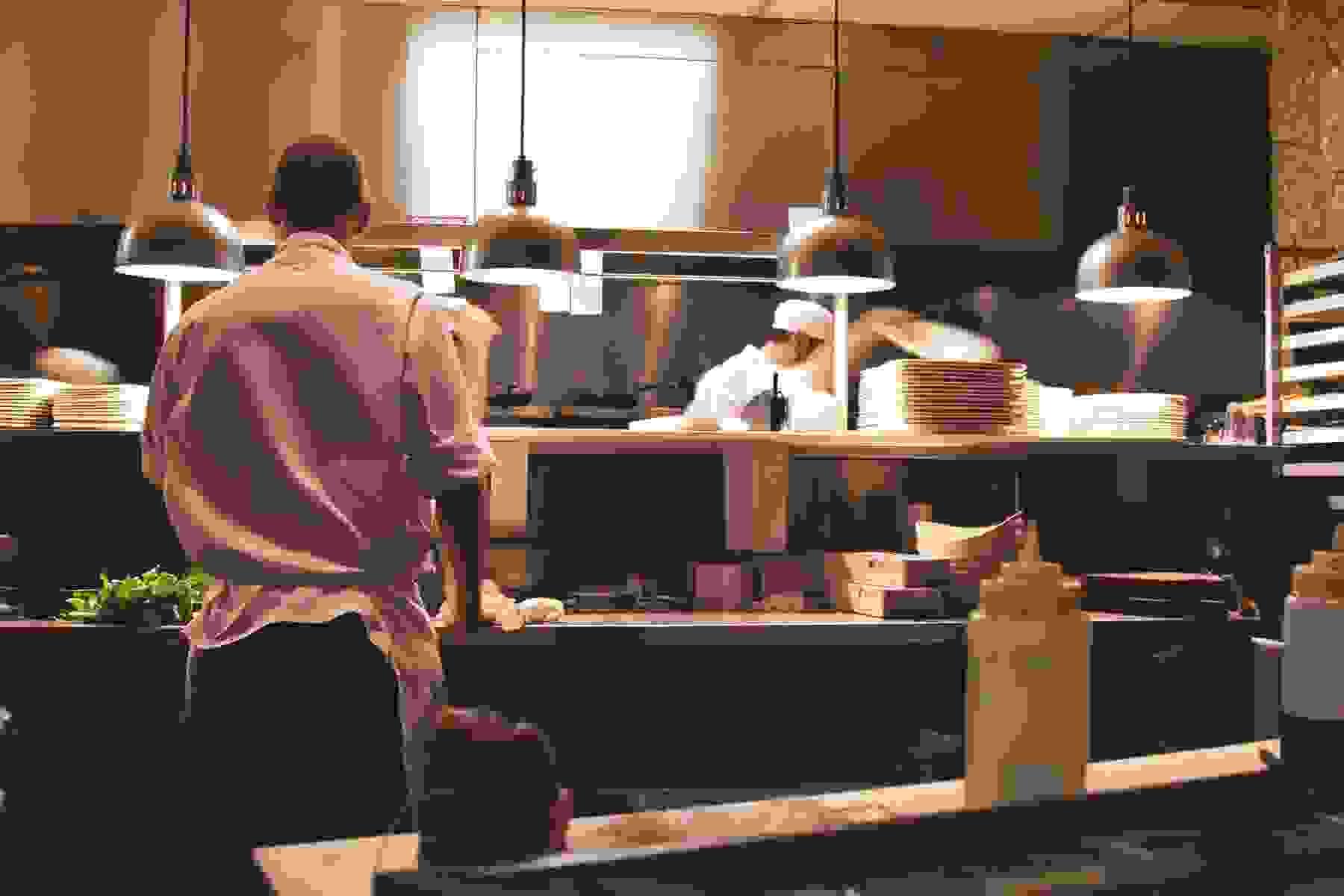 В Новороссийске повару предлагают зарплату от 360 тысяч рублей