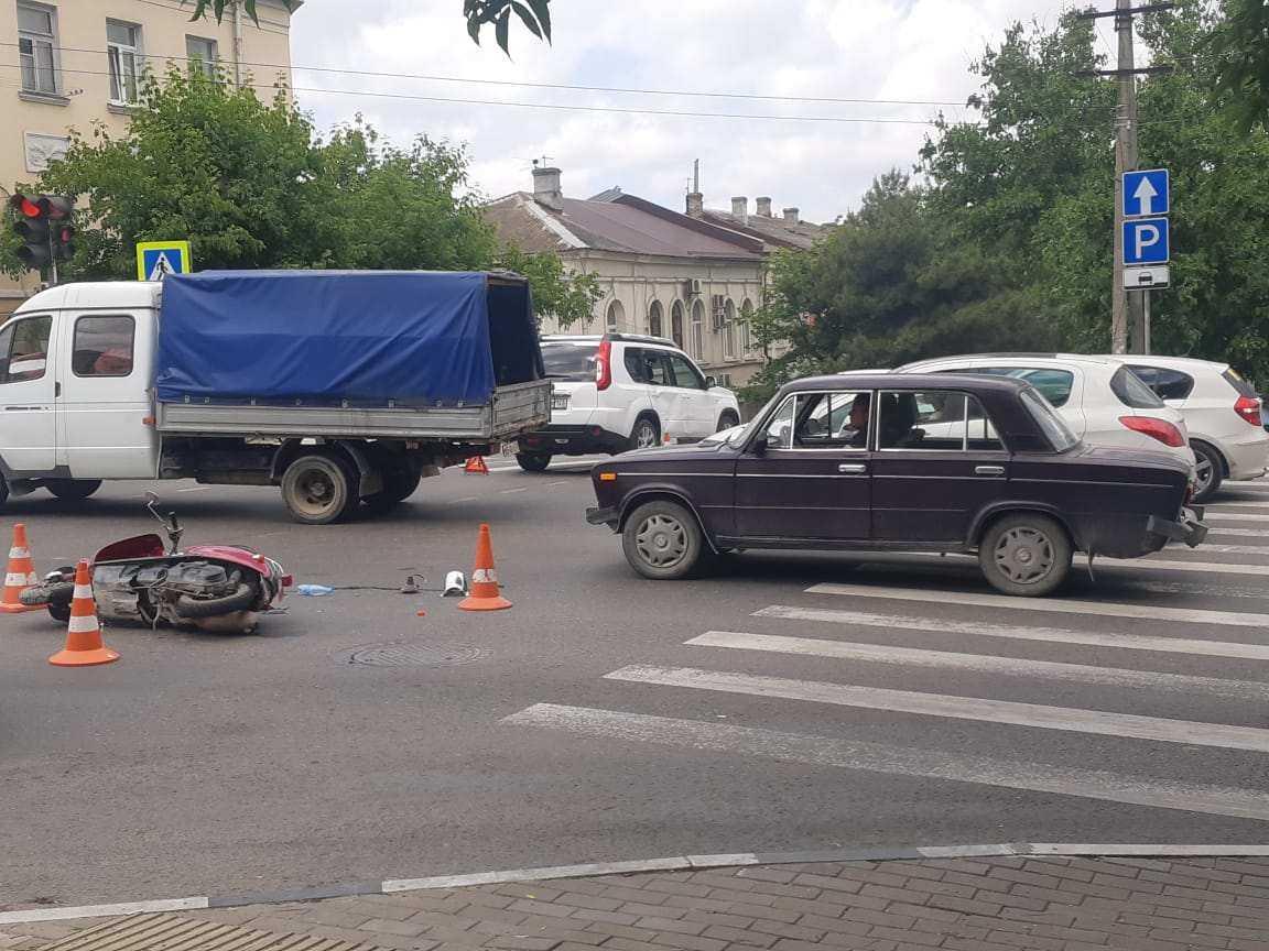 В Новороссийске мотоциклист-лихач проехал  на «красный». Подробности нашумевшего ДТП