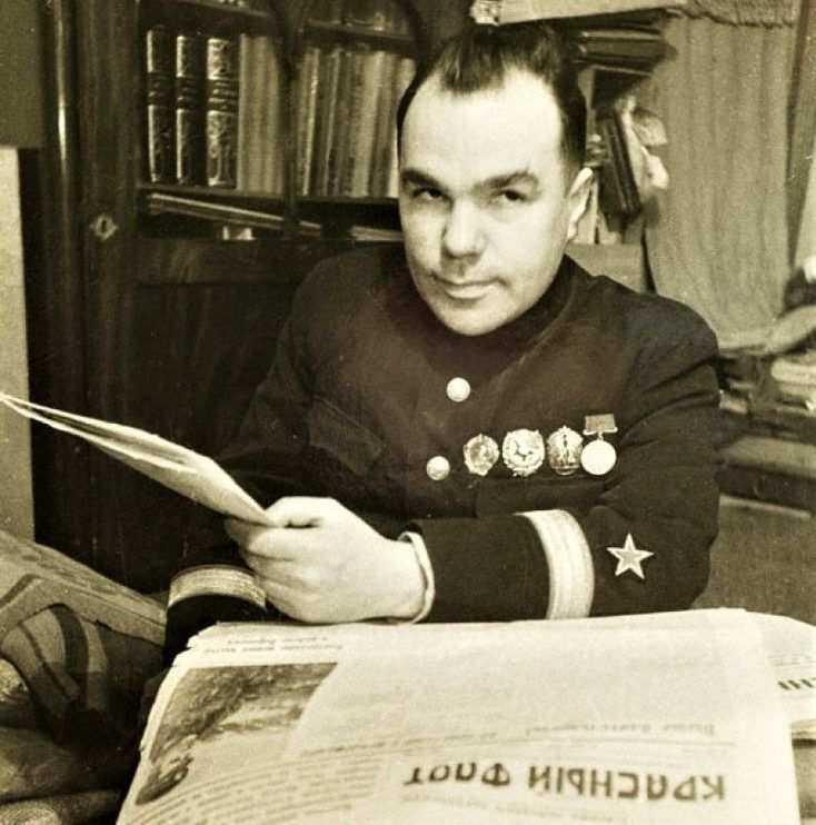 Известный советский писатель Всеволод Вишневский начинал свой творческий путь в Новороссийске