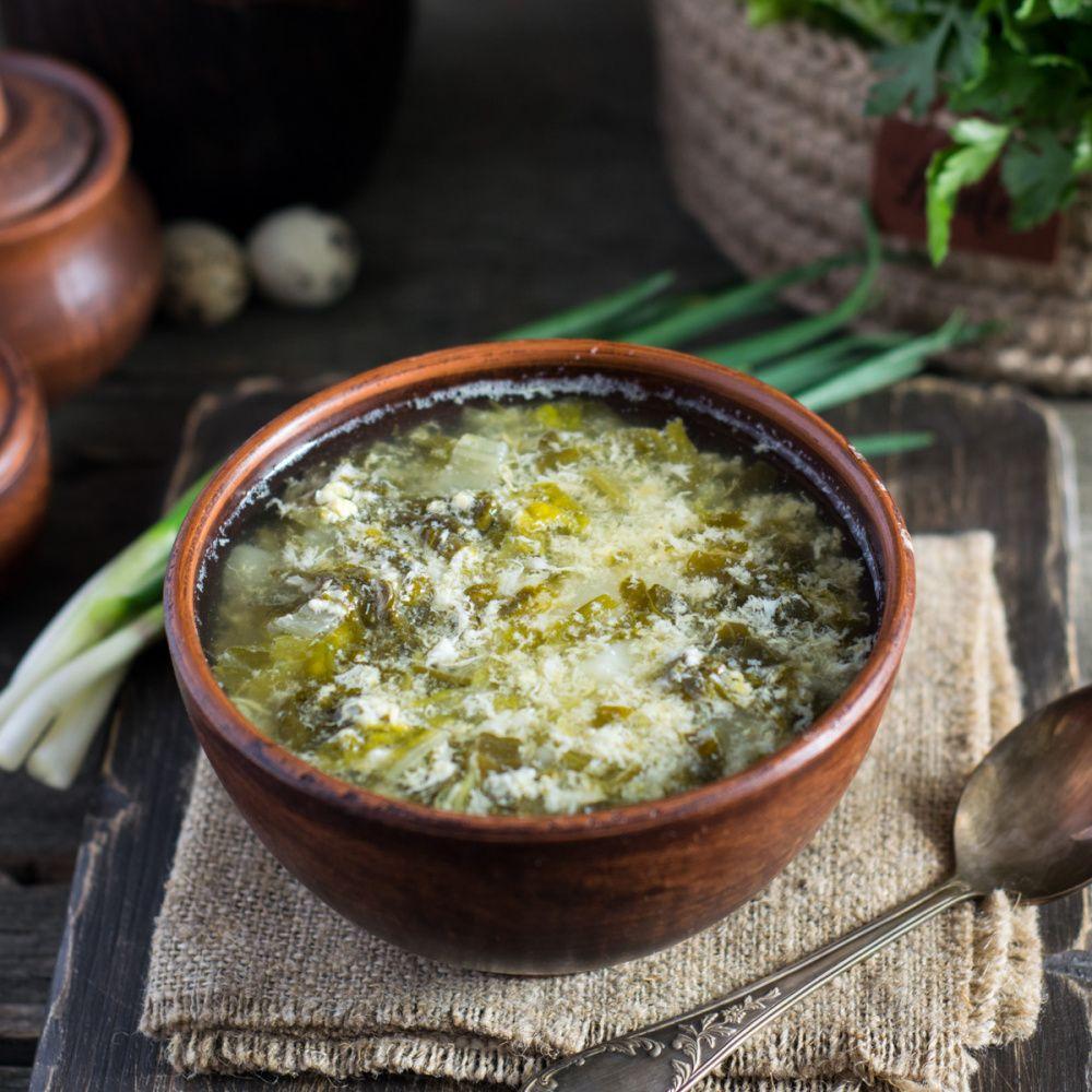 Легкий суп со щавелем и яйцом: полезный и вкусный обед за полчаса