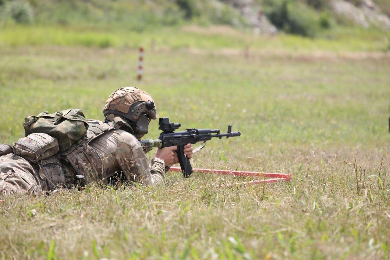 На полигоне «Раевский» военные прошли этапы конкурса «Тактический стрелок»