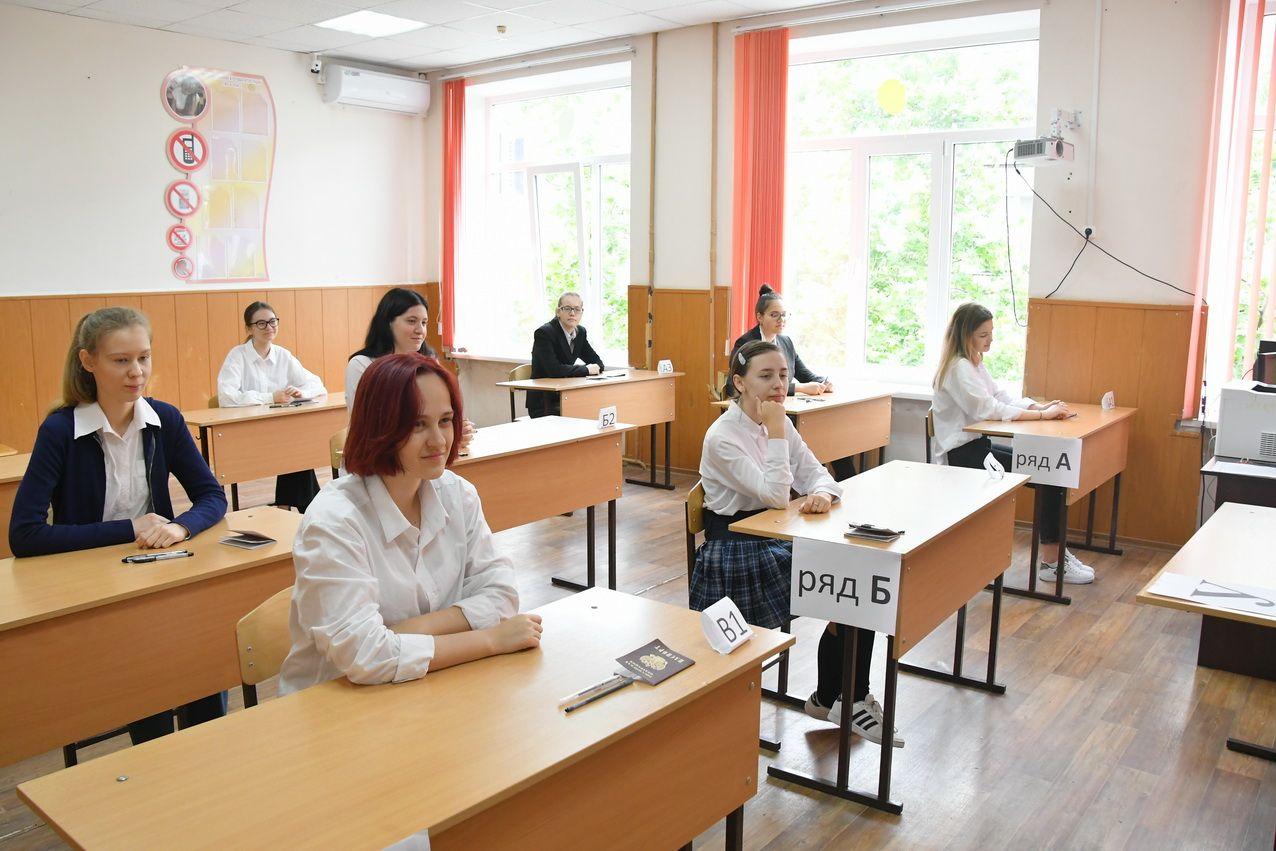 Новороссийские выпускники попрощались со школой. Есть результаты ЕГЭ