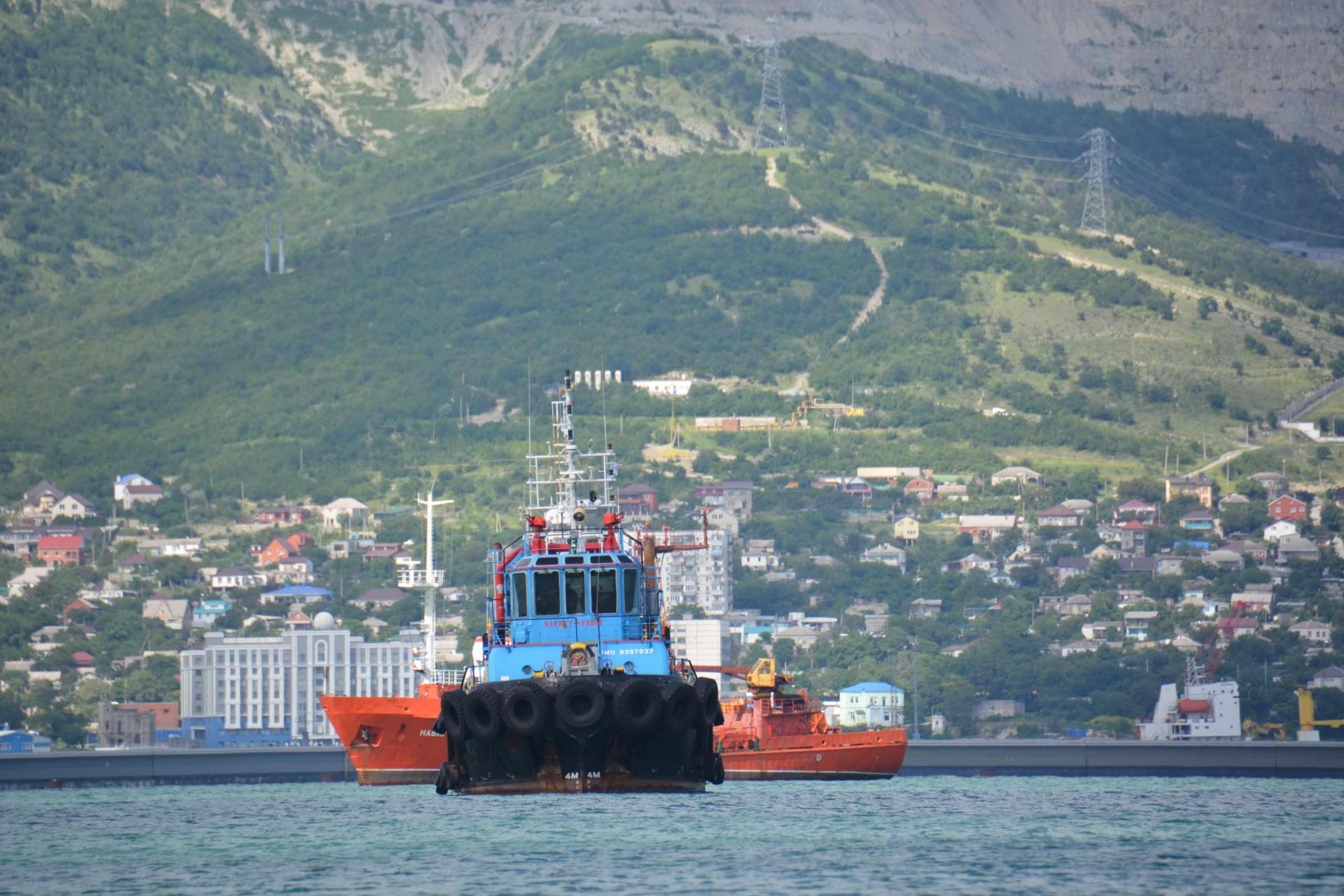 Новороссийский моряк, работавший в море полгода, взмолился о том, чтобы его сменили