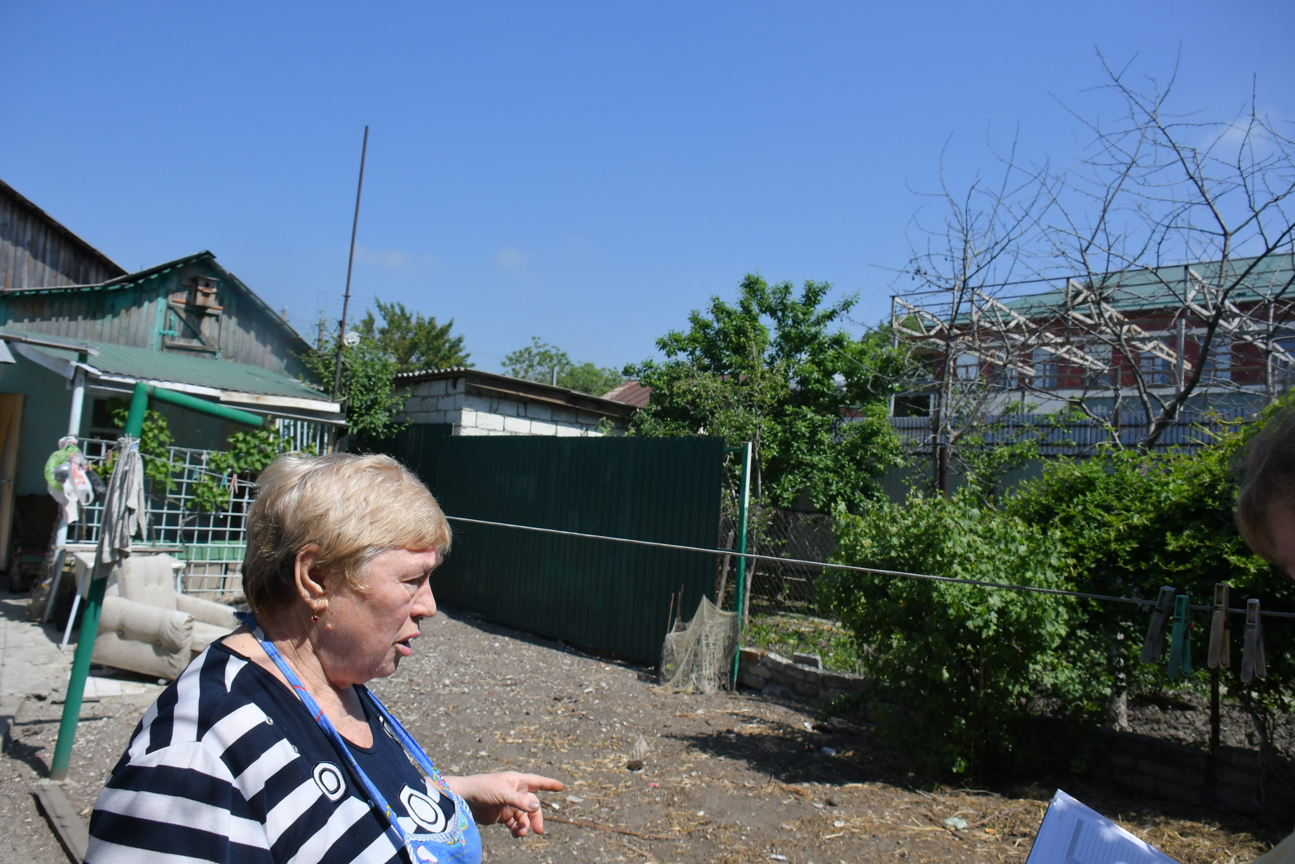 В Новороссийске по соседству с частным домом построили склад