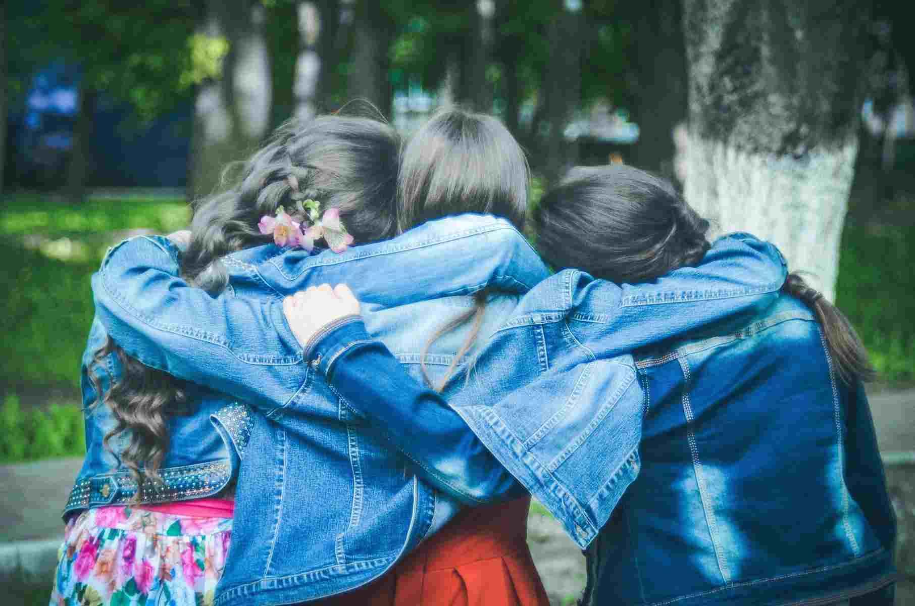 9 июня — Международный день друзей