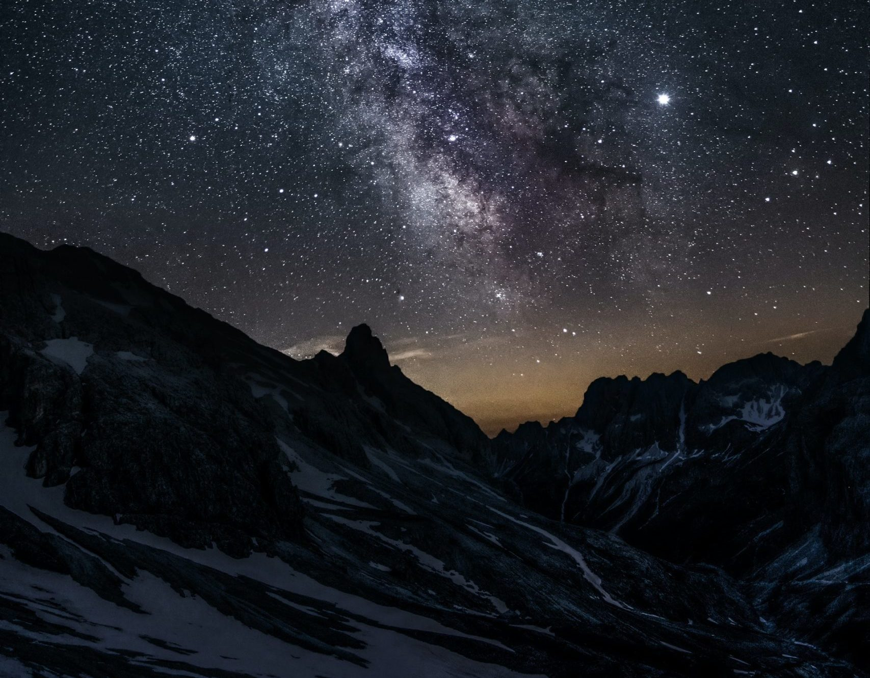 Дев ждут знаки внимания и подарки, а Водолеям можно браться за сложные дела: гороскоп на завтра для знаков зодиака