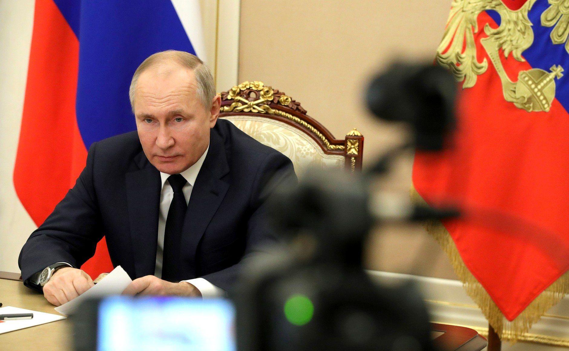Президент России Владимир Путин выступил против обязательной вакцинации от COVID-19