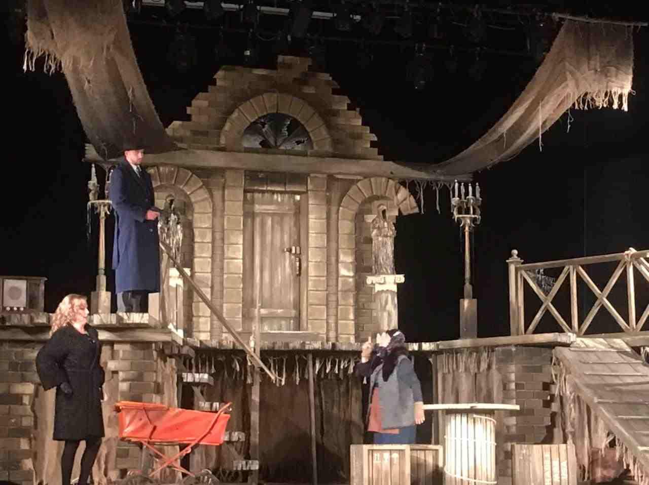 В Новороссийске идут спектакли театра из Орска. Это любовь как она есть