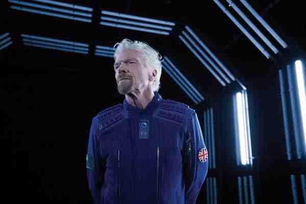 Ричард Брэнсон решил полететь в космос раньше Джеффа Безоса