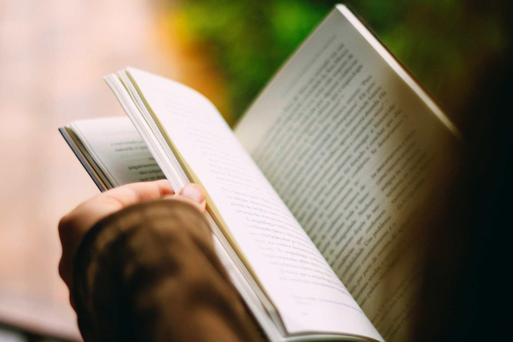 Бумажные против цифровых: какие книги читают новороссийцы