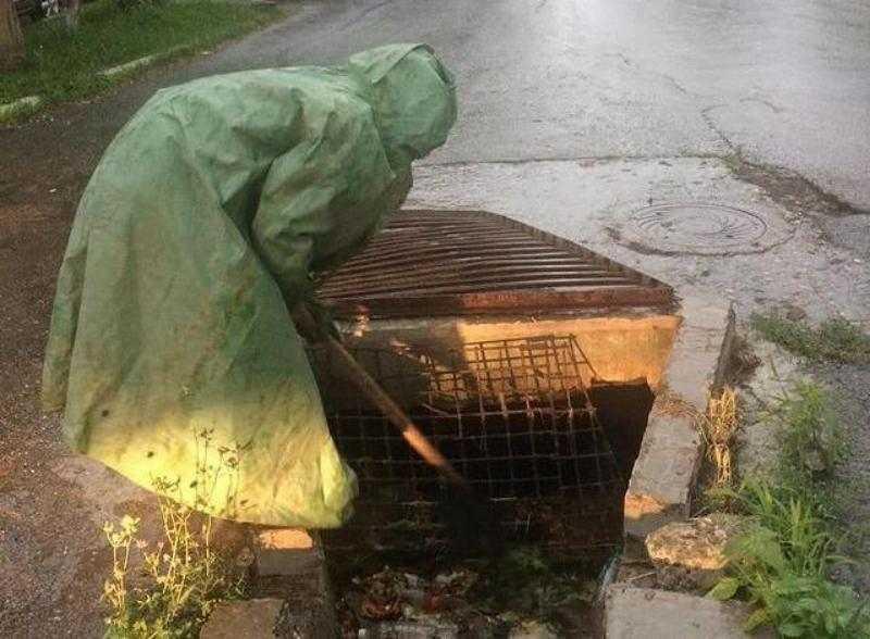 Новороссийск ликвидирует последствия стихии. В городе чистят ливневки