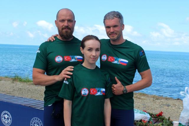 Пловец из Новороссийска и чемпион Павел Кулинич переплыл Черное море с дельфинами