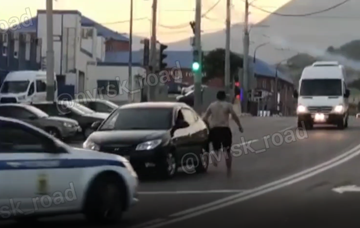 В Новороссийске люди заинтересовались погоней на Сухумском шоссе (видео)