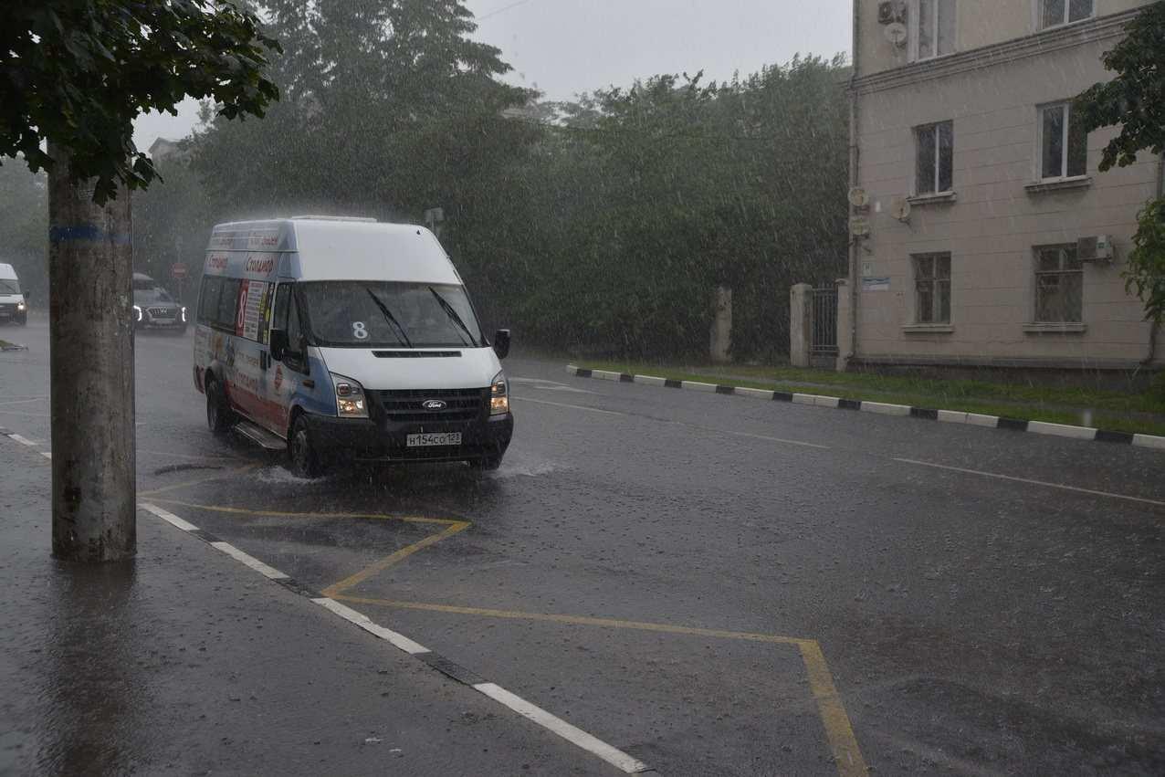 На Кубани непогода бушует. В Новороссийске продлили штормовое предупреждение