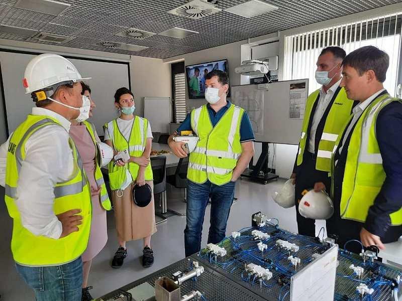 Гендиректор Агентства развития профессионального мастерства посетил ведущее предприятие Кубани по производству сельскохозяйственной техники
