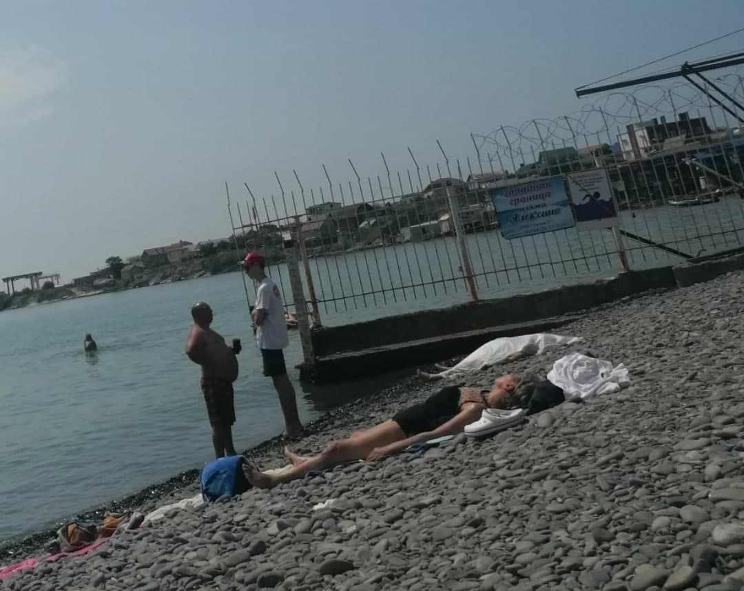 В Новороссийске на пляже Алексино обнаружено тело женщины