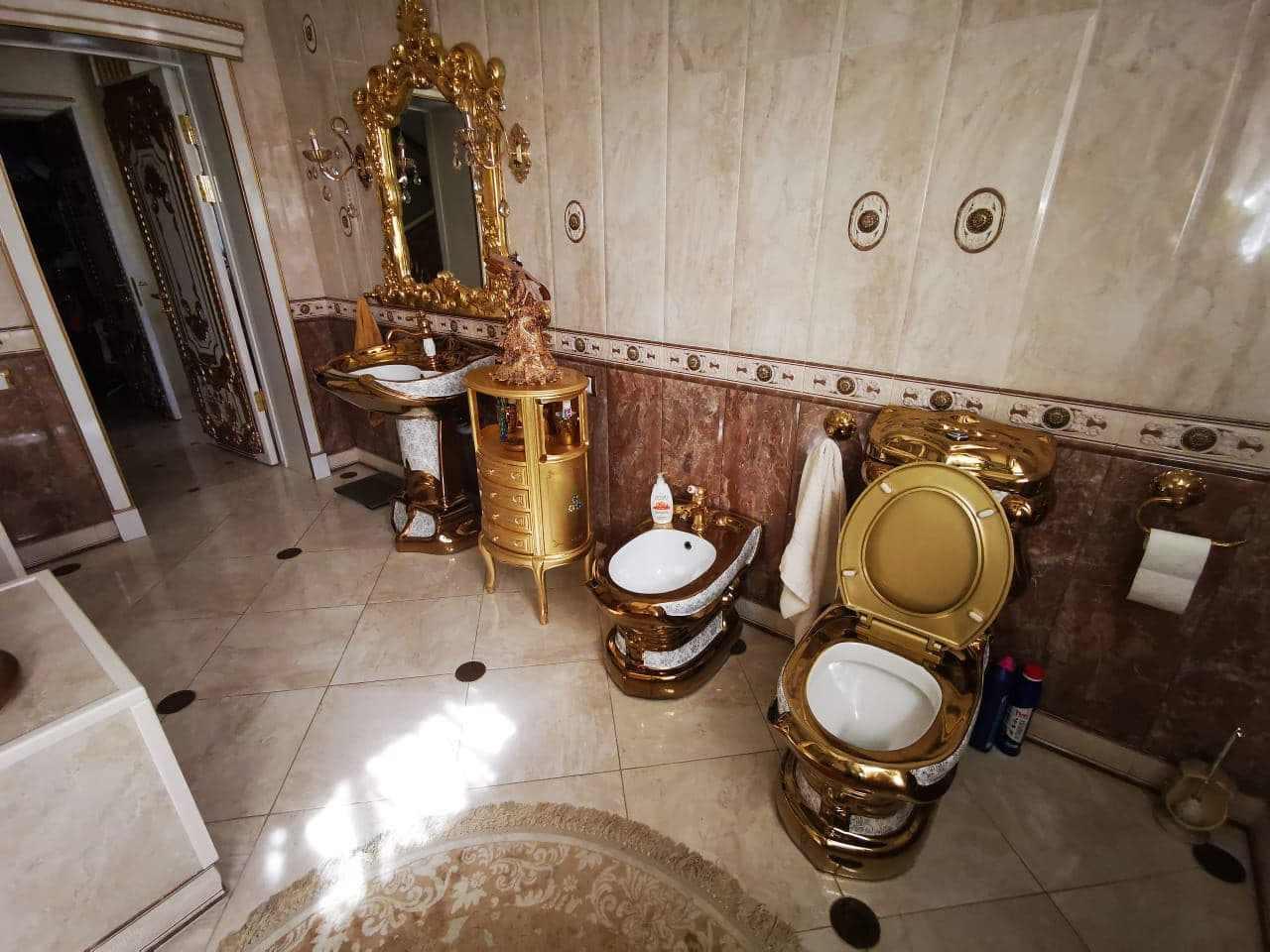 У главы ГИБДД Ставропольского края нашли особняк с золотым унитазом