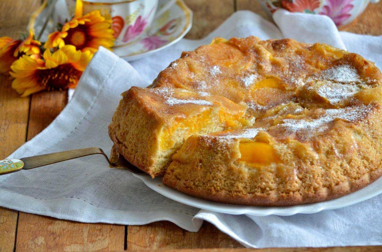 Самая любимая народная выпечка — шарлотка с абрикосами в мультиварке