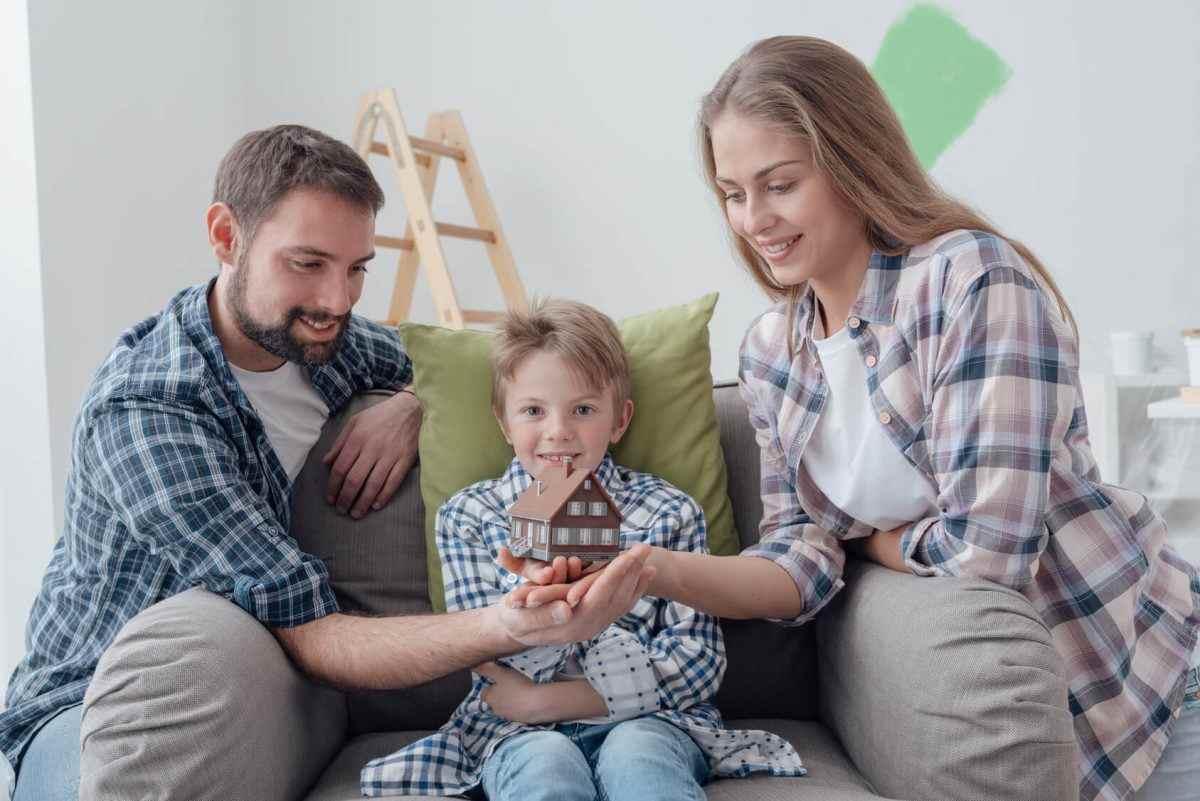 ВТБ в Краснодарском крае выдал первый жилищный кредит под 5% семье с одним ребенком