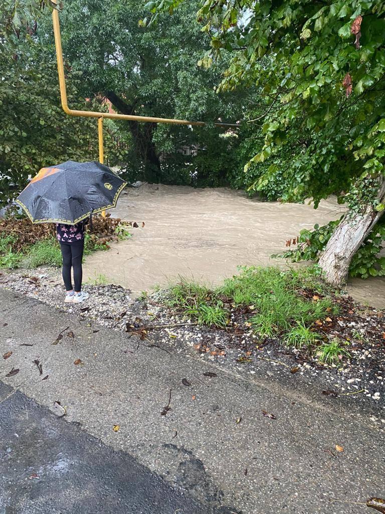 Уровень озера Абрау после дождей поднялся, но не до критических отметок