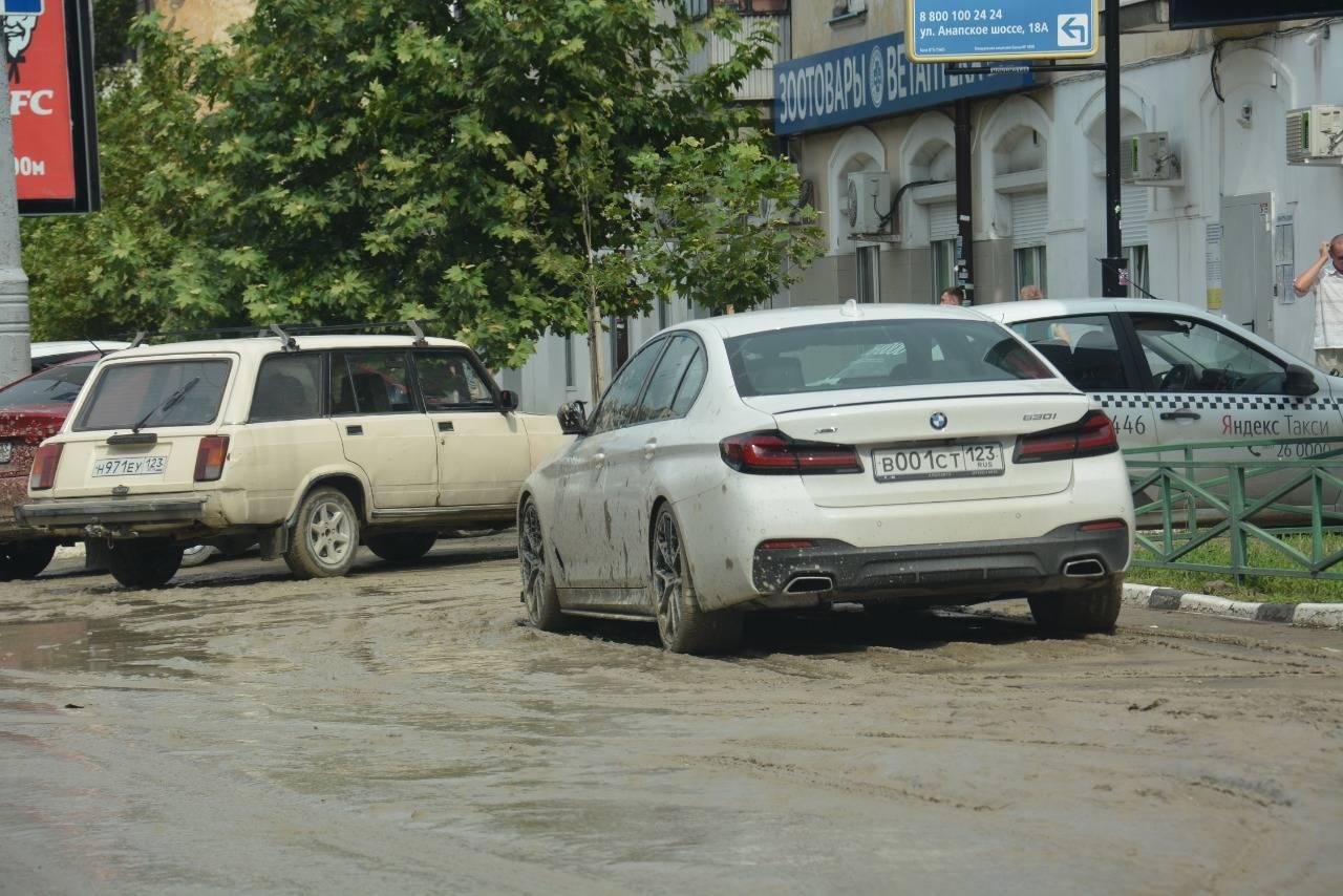 МЧС опять предупреждает новороссийцев: в ближайшие часы возможен дождь и подтопления