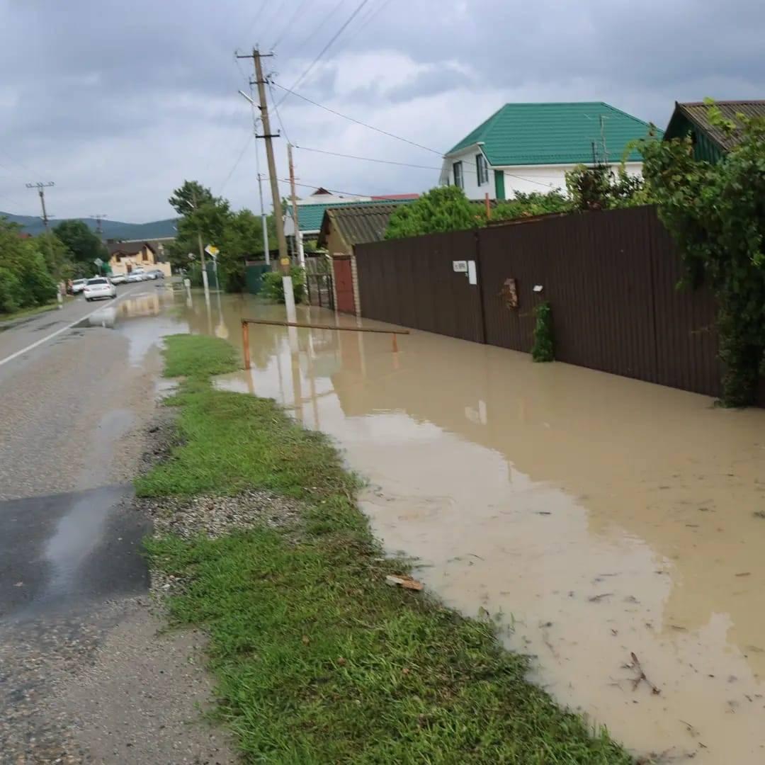 В Южной Озереевке после ночного дождя — снова подтопления