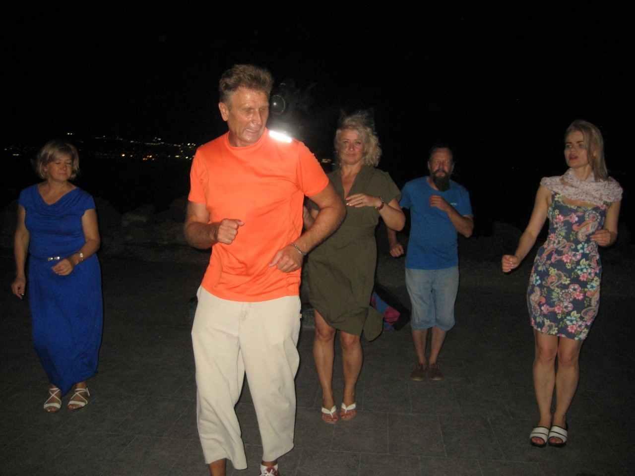 На набережной Новороссийска проходят зажигательные сальса-вечеринки